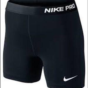 🏃🏾♀️ Nike Pro Dri-Fit running shorts
